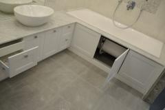 Тумба под раковину и распашные дверки под ванной