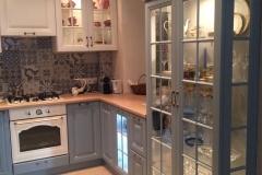 Кухня с подсвеченными шкафами