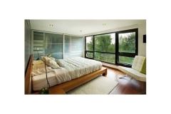 Встроенный шкаф купе в спальне с матовыми стёклами
