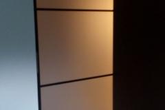 Межкомнатная перегородка со вставками из сатинированного стекла в профиле квадро
