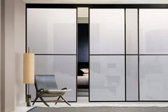Межкомнатные перегородки; верхнеподвесная система; алюминиевый профиль; вставка стекло сатинато из двух сегментов