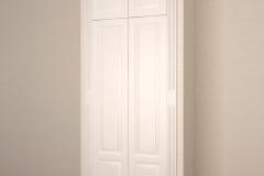 Встроенный в нишу шкаф с распашными дверками из массива дерева