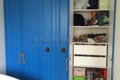 Шкаф с распашными дверками. Открытая правая часть