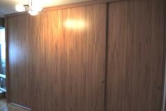 Встроенный шкаф купе с откидной кроватью с дверями из лдсп. Нижнеопорная. беспрофильная система