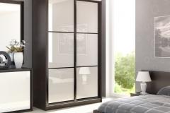 Шкаф купе с раздвижыми дверями со вставками из стекла в профиле квадро