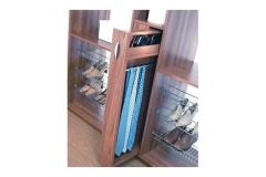Сетчатые полки для хранения обуви. Могут быть установлены в шкафы глубиной от 250 мм под наклоном. Выдвижная конструкция для галстуков и ремней.