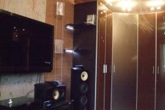 Угловой шкаф Средняя дверка из сатинированого зеркала цвета бронза