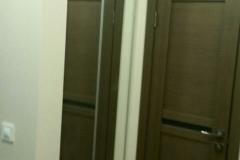Встроенный в нишу зеркальный шкаф купе