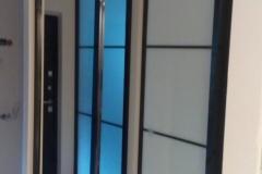 Встроенный в ни шу зеркальный шкаф купе в профиле квадро