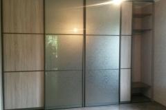 Встроенный шкаф купе с дверями из лдсп и зеркала уади бронза