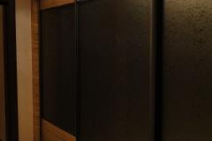 Встроенный шкаф купе с комбинированными дверями