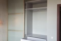 Встроенный шкаф купе. Секция с выдвижными ящиками