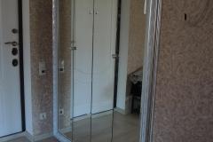 встроенный зеркальный шкаф с дверями гармошкой в обрамление багета(1)
