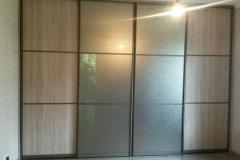 встроенный шкаф купе с двумя дверями из лдсп и двумя дверями из зеркала бронза уади
