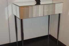 Зеркальная консоль с двумя выдвижными ящиками на металлических ножках